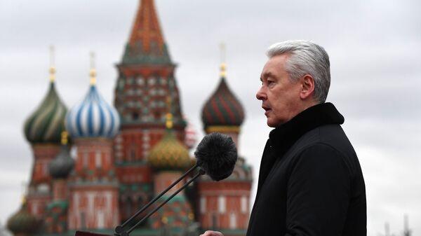 Выступление мэра Москвы Сергея Собянина на Красной площади в Москве - Sputnik Ўзбекистон