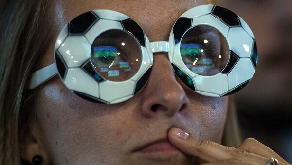 Futbol boʻyicha JCH-2014, Belgiya - Rossiya oʻyinini tomosha qilish. - Sputnik Oʻzbekiston
