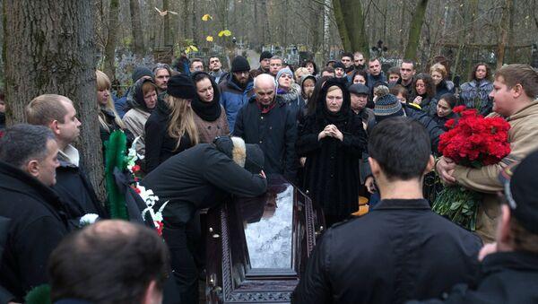 Похороны жертв крушения А-321 в Санкт-Петербурге - Sputnik Узбекистан