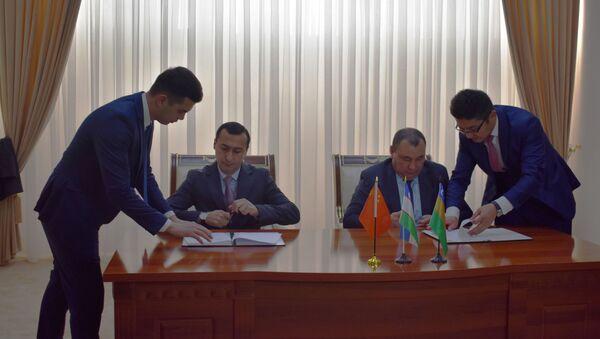Подписание соглашений в рамках Международного инвестфорума в Нукусе - Sputnik Узбекистан