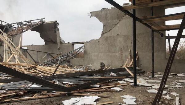 Обрушение потолочного перекрытия и железобетонных стен здания в жилом массиве Сайрам Каратауского района Шымкента  - Sputnik Узбекистан