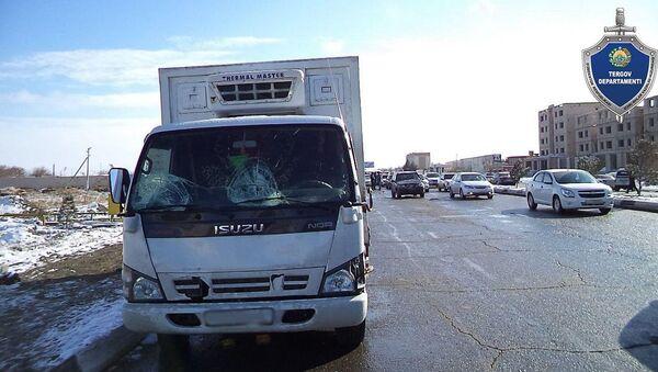 ДТП В Бухаре: грузовой автомобиль наехал на двух пешеходов, оба пешехода скончались. - Sputnik Ўзбекистон
