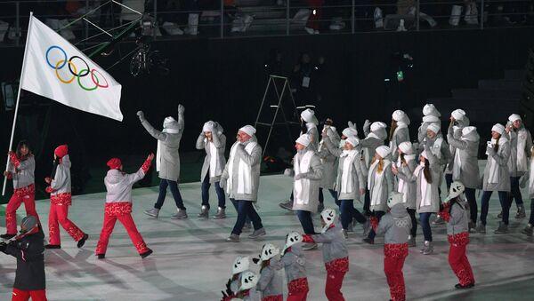 Олимпийские атлеты из России на церемонии открытия XXIII зимних Олимпийских игр в Пхенчхане. - Sputnik Узбекистан