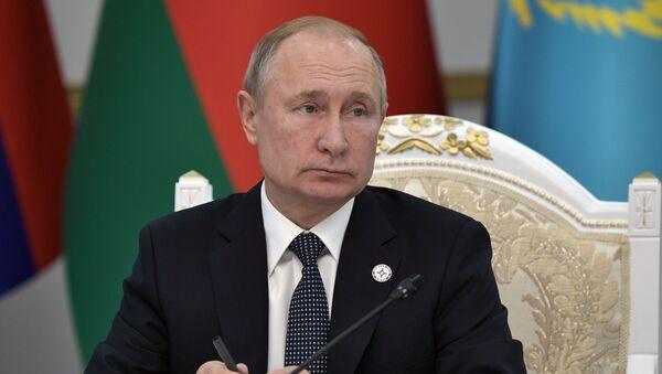 Президент РФ Владимир Путин на заседании Совета коллективной безопасности ОДКБ в узком составе - Sputnik Ўзбекистон