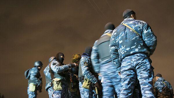 Сотрудники МВД во время оперативно-разыскных работ - Sputnik Узбекистан