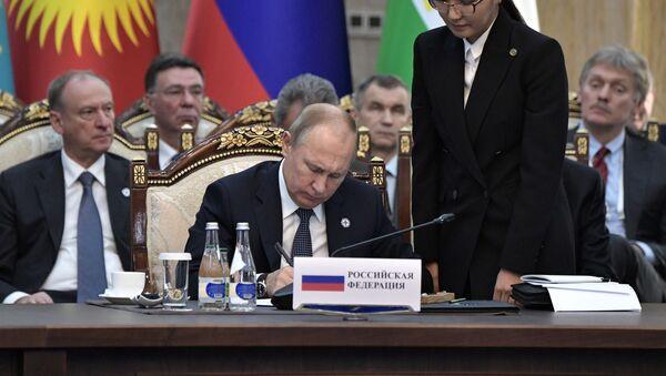 Президент РФ Владимир Путин на заседании Совета коллективной безопасности ОДКБ в расширенном составе - Sputnik Узбекистан