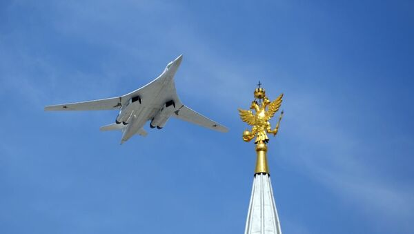 Бомбардировщик-ракетоносец Ту-160 Военно-космических сил России, архивное фото - Sputnik Узбекистан
