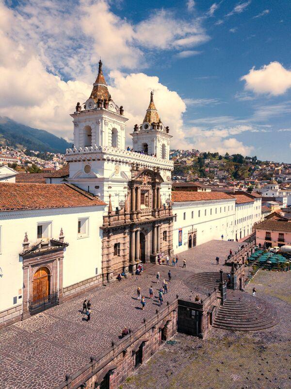 An aerial view on Quito, Ecuador - Sputnik Ўзбекистон