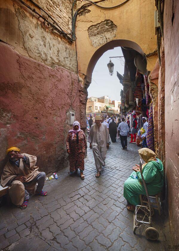 Local citizens on a street of Marrakesh, Morocco - Sputnik Ўзбекистон