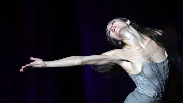 Балерина Екатерина Шипулина во время выступления на сцене Большого театра России - Sputnik Узбекистан