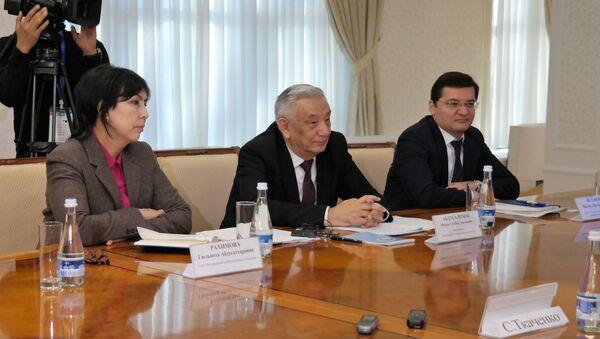 Международные наблюдатели Межпарламентской ассамблеи СНГ, прибывшие в Узбекистан для наблюдения и мониторинга выборов в Законодательную палату Олий Мажлиса, 2 декабря 2019 года провели встречу с руководством ЦИК - Sputnik Узбекистан