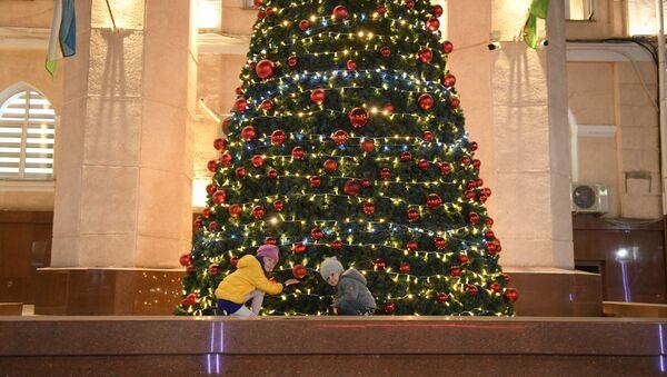 Подготовка Ташкента к празднованию Нового года - Sputnik Узбекистан