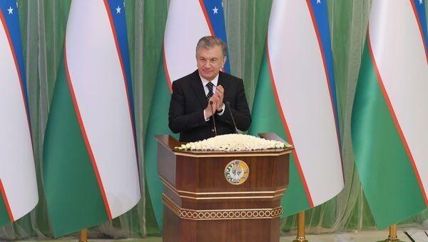 Президент Узбекистана Шавкат Мирзиёев на торжествах в честь Дня конституции - Sputnik Узбекистан