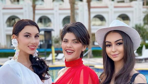 Нигина Фахриддинова с участницами Miss Intercontinental - Sputnik Узбекистан
