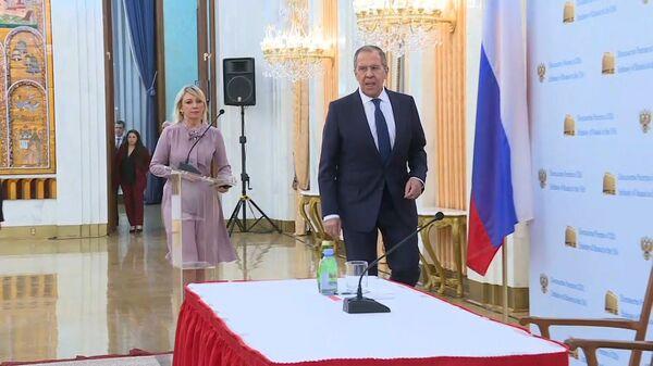 Lavrov ne isklyuchil, chto rossiyskix diplomatov vsled za sportsmenami obvinyat v primenenii dopinga - Sputnik Oʻzbekiston