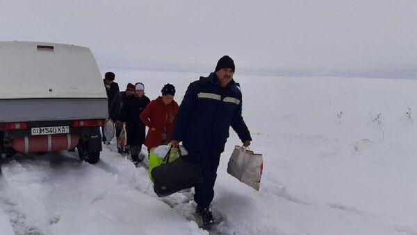 Сотрудники МЧС помогли пассажирам автобуса и легких автомобилей - Sputnik Ўзбекистон