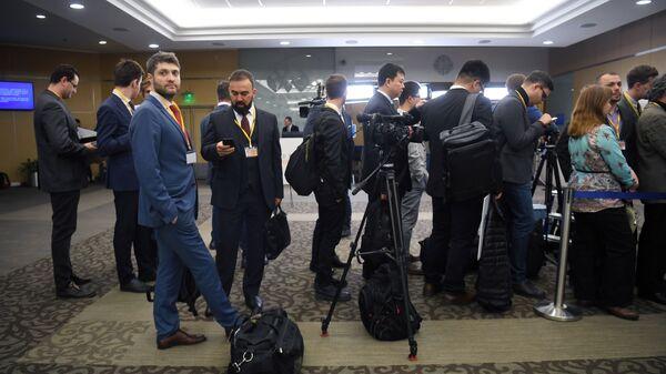 Журналисты перед началом ежегодной большой пресс-конференции президента РФ Владимира Путина в Центре международной торговли на Красной Пресне. - Sputnik Узбекистан