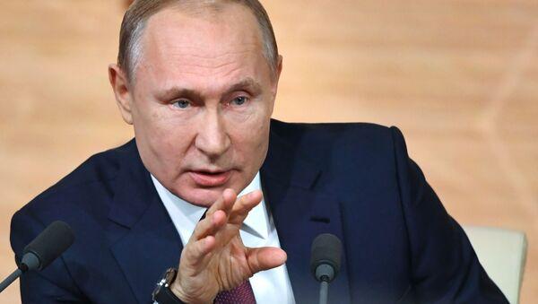 19 декабря 2019. Президент РФ Владимир Путин на большой ежегодной пресс-конференции в Центре международной торговли на Красной Пресне. - Sputnik Узбекистан