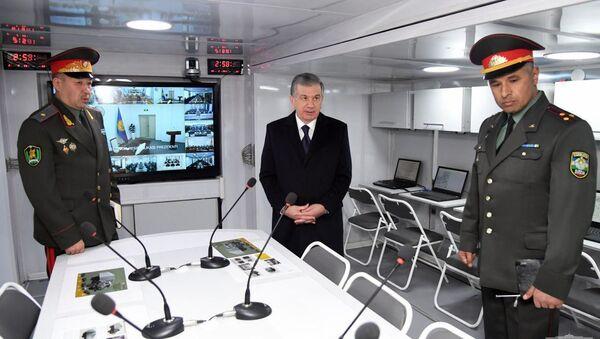 Мирзиёев в Воинском институте ИКТ - Sputnik Узбекистан