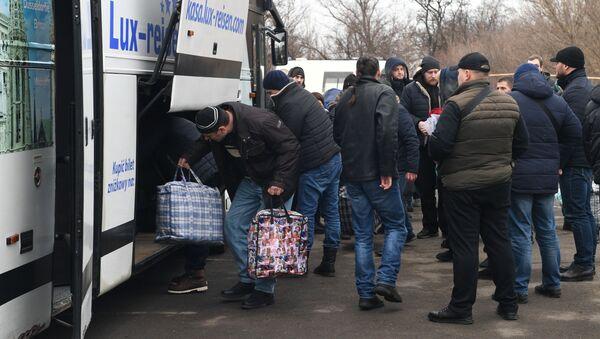 Обмен военнопленными между ДНР, ЛНР и Украиной в Донецкой области - Sputnik Узбекистан