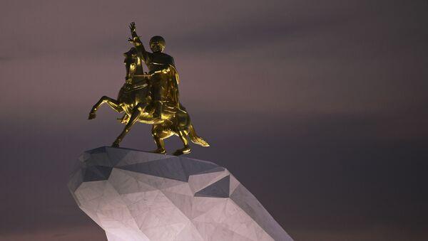Pamyatnik vtoromu prezidentu Turkmenistana Gurbangulы Berdыmuxamedovu  Arkadag v Ashxabade - Sputnik Oʻzbekiston
