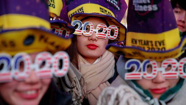 Празднование Нового года на Таймс-сквер  в Нью-Йорке  - Sputnik Ўзбекистон
