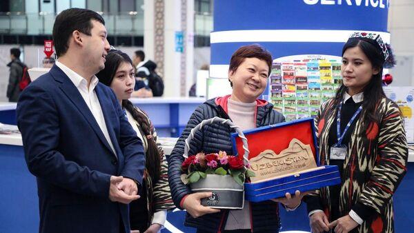 В Узбекистане встретили первого гражданина Китая, прибывшего по безвизовому режиму - Sputnik Ўзбекистон