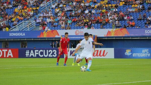 Олимпийская команда Узбекистана провела свой первый матч против соперников из Ирана. - Sputnik Ўзбекистон