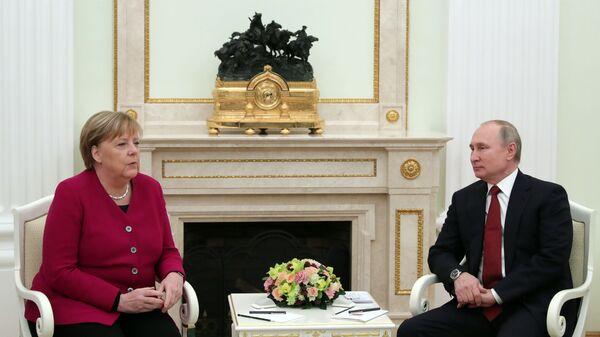 Встреча президента РФ В. Путина с канцлером Германии А. Меркель - Sputnik Узбекистан