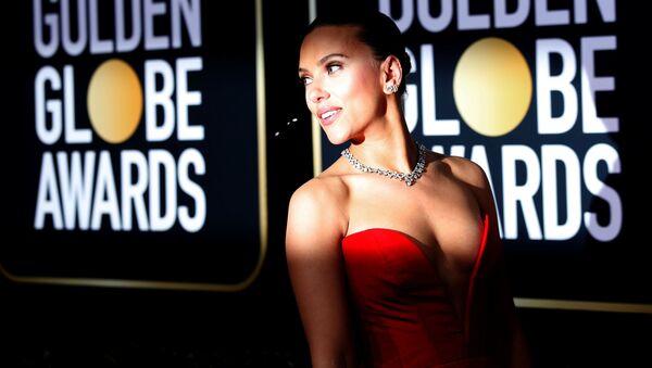 Актриса Скарлетт Йоханссон на красной дорожке церемонии Золотой глобус - Sputnik Узбекистан