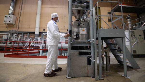 Участок изготовления топливных таблеток диоксида урана - Sputnik Узбекистан