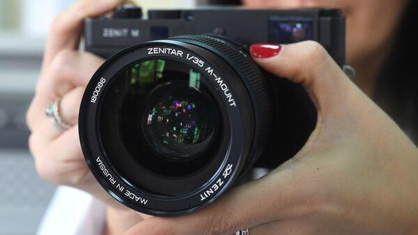 Цифровой фотоаппарат Зенит-М  - Sputnik Узбекистан