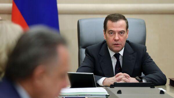 Премьер-министр РФ Д. Медведев провел совещание с вице-премьерами РФ - Sputnik Узбекистан