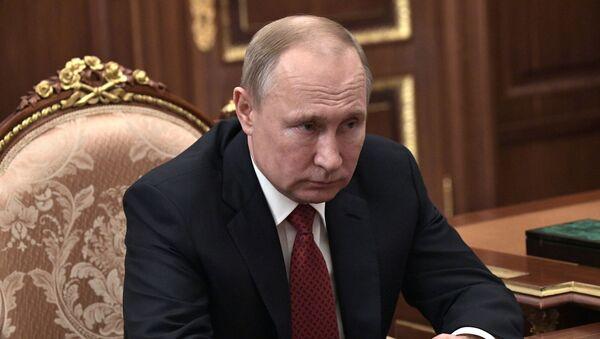 Рабочая встреча президента РФ В. Путина с главой ФНС М. Мишустиным - Sputnik Ўзбекистон