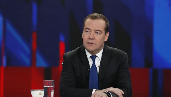 Интервью Премьер-министра РФ Д. Медведева российским телеканалам - Sputnik Ўзбекистон