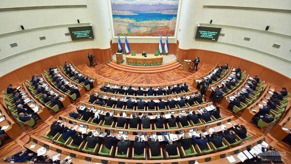 Президент Шавкат Мирзиёев на заседании Сената Олий Мажлиса - Sputnik Ўзбекистон