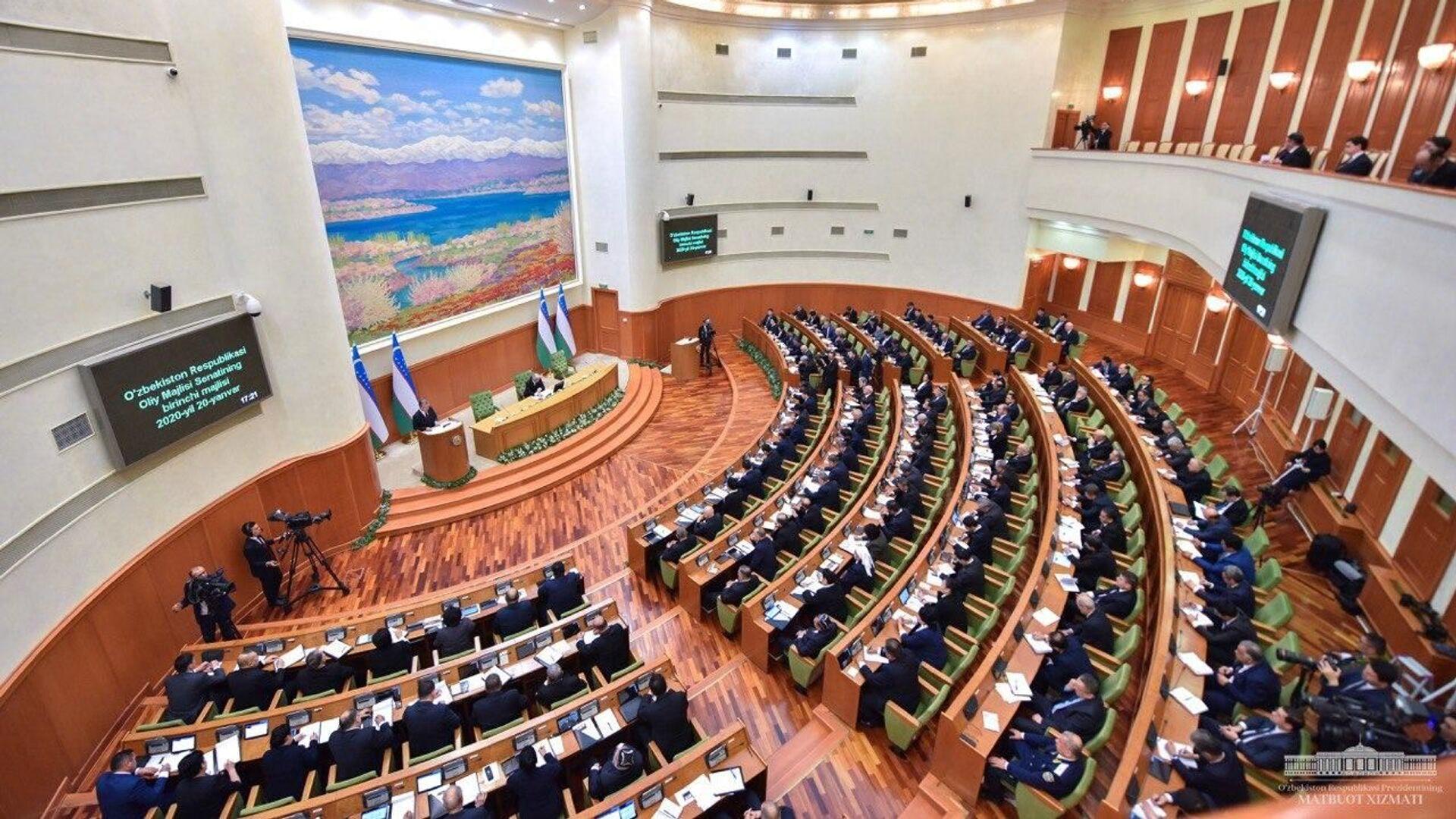 Zasedaniye Senata Oliy Majlisa - Sputnik Oʻzbekiston, 1920, 19.08.2021