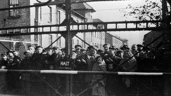 Узники Освенцима перед освобождением лагеря Советской Армией - Sputnik Узбекистан