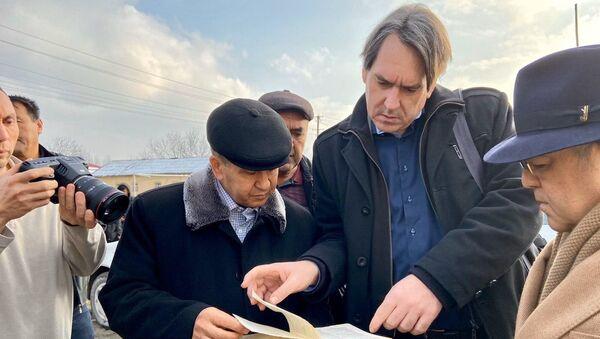 Участники съёмочной группы НА Узбеккино посетили монумент Скорбящей матери в Самарканде - Sputnik Узбекистан