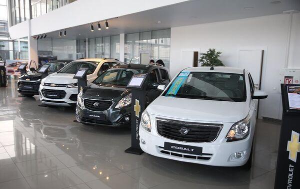Презентация модельного ряда Chevrolet в Национальном павильоне с участием премьер-министра Казахстана Аскара Мамина - Sputnik Узбекистан