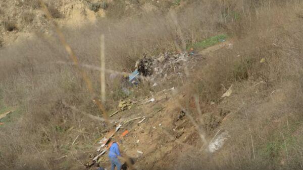 Опубликовано видео с места расследования крушения вертолета Коби Брайанта   - Sputnik Узбекистан