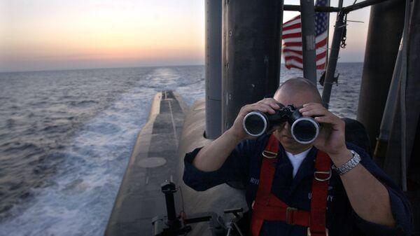 Офицер на борту подводной лодки USS Florida  - Sputnik Ўзбекистон