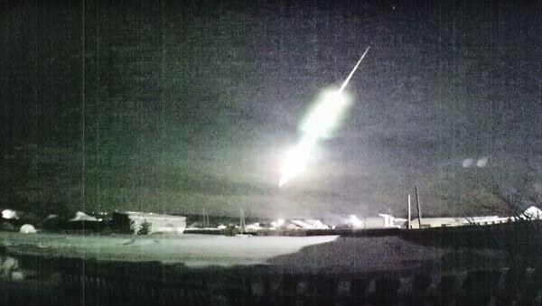Яркий болид над Уралом ночью 30 января 2020 года - Sputnik Ўзбекистон