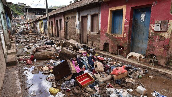 Разрушения, оставленные наводнением в бразильском Рапозусе - Sputnik Узбекистан