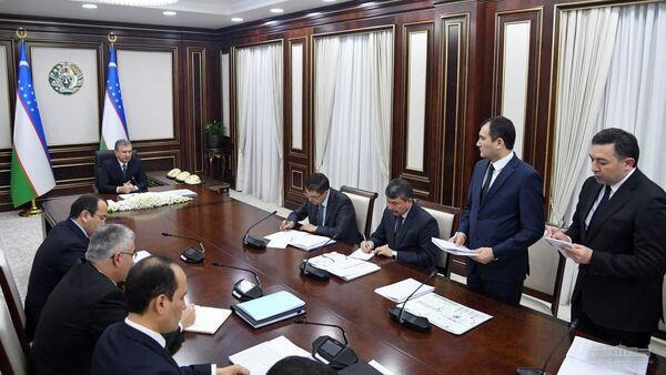 Президент Республики Узбекистан Шавкат Мирзиёев 5 февраля провел совещание, посвященное приоритетным задачам по реформированию системы внешнеэкономической деятельности - Sputnik Ўзбекистон
