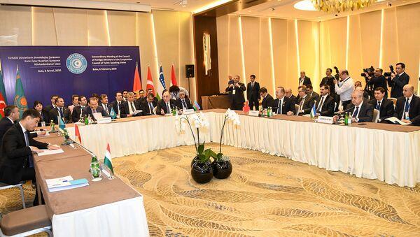 Внеочередное заседание Совета министров иностранных дел Совета сотрудничества тюркоязычных государств (Тюркского совета) в Баку, 6 февраля 2020 года - Sputnik Узбекистан