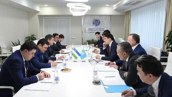 Встреча делегаций Узбекистана и Казахстана в МинЭнерго Узбекистана - Sputnik Ўзбекистон