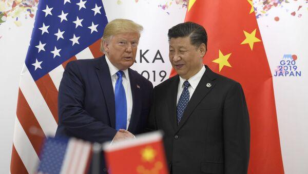 Президент США Дональд Трамп и председатель КНР Си Цзиньпин. Архивное фото - Sputnik Ўзбекистон