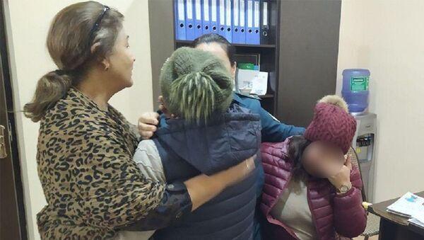 В Ташкенте инспекторы помирили сестер, которые не общались больше года - Sputnik Узбекистан