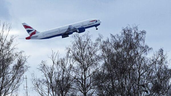 Самолет авиакомпании British Airways во время взлета в аэропорту Домодедово. - Sputnik Ўзбекистон